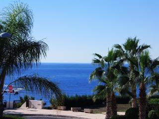 Coral Bay -Luxury 5 Bed Villa -5Mins Walk to Beach, Paphos