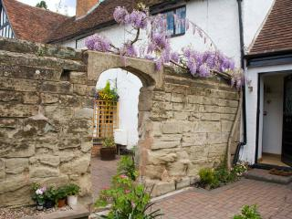 15th Century newly refurbished one-bed cottage, Warwick