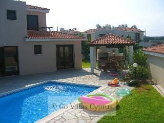 Nice 2BR-2BA Seafront villa, private pool, wifi,, Kissonerga