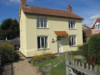 Woodbine Cottage detached pretty cottage in quiet village spot.3 miles W-S-Mare