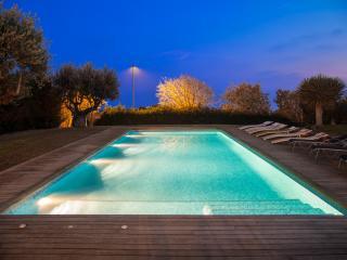Villa Sitges Rut avec vue sur Mer. Piscine exterieur & interieur a 250. Design.