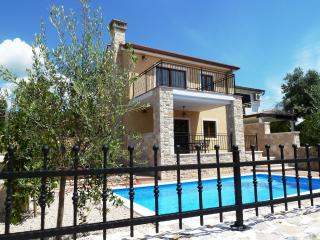 Casa Ema with swimmingpool, Krk