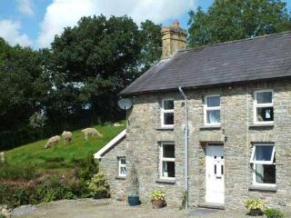 Cosy Traditional Welsh Stone Cottage on Farm, Llandysul