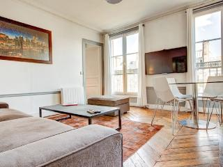 Cozy 2 Bedroom Apartment in the Heart of Paris