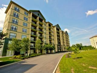 Mtn View Condo 3 BR with a View in the Heart of Pigeon Forge - Heated Indoor Poo