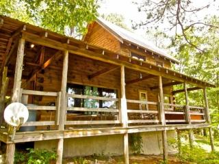 Mountain Gem is a wonderfully appointed two bedroom, two bathroom cabin, with everything needed to ensure your stay is comfortable!