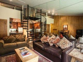 STUDIO +LOFT in the heart of Vail~ Vail Core 4~ Free Bus~ No Need for a Car~ Walk to Lifts & Gondola