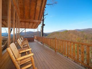 Kodiak Cabin ~ 3BR/3.5 BA  Pigeon Forge Luxury Cabin with Amazing  Mtn Views!!