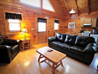 Little Bear ~ 2BR/2BA Great Location! Cozy Log Cabin -  Heart of Pigeon Forge!