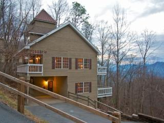 Perfect Gatlinburg Getaway! Game Room - Hot Tub - WiFi
