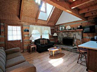 Family Friendly Cabin - Hot Tub & Minutes to Downtown Gatlinburg -