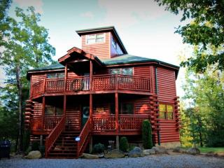 3BR/3BA Luxury Cabin in the Smokies - Private Indoor Pool & Theater Room, Cosby