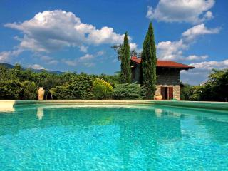 LE DUE LUNE with large swimming pool and Jacuzzi, free Wifi, BBQ near 5 Terre