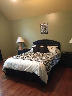 Queen bed with priviate bathroom, shower and garden tub