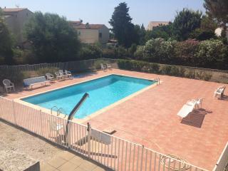 residence carqueiranne avec piscine proche mer
