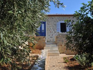 STONE HOUSE NEFELI (THEOKTISTA)