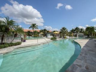 Falling Waters Beach Resort- 1st Floor Unit with Amazing Water & Fountain View