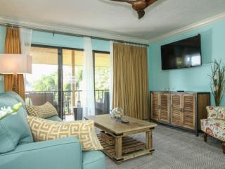 Stunningly renovated, 2BR/2BA, End Unit, Park Shore Resort Condo in Private Setting!, Naples