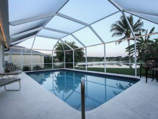 Briarwood 4 BD/3BA, 2-Car Garage, Pool Home w/Sweeping Lake Views!, Naples