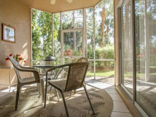 Gorgeous Vanderbilt Lakes 2 BR/2 BA First Floor Condo Close to Beaches, Shopping, & Dining!, Bonita Springs