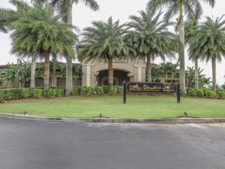 Renovated GreenLinks/Lely Condo w/Incredible Lake and Golf Course Views