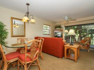 PARK.SHORE RESORT 2nd Flr., End Unit w/tranquil Lake Views- West of Hwy 41, Napels