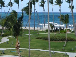 Ocean View 2BR Playa Turquesa penthouse w/loft, Punta Cana