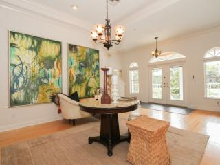 Professionally Decorated 4-5BR/4BA Home w/pool,spa, & dock- less than two miles to Barefoot Beach!, Bonita Springs