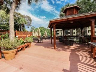 Park Shore Resort, 4th Flr., w/GORGEOUS VIEWS! West of Hwy 41- 1.25 Miles to Bea