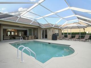 Stunningly Decorated & Updated Briarwood Pool Home, Naples
