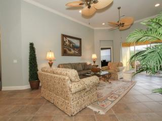 Luxurious Vasari 3BR/2BA Condo in Toscana with Golf and Country Club Privileges, Bonita Springs