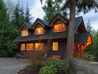 Gorgeous Sunshine Coast Timber Carriage House, Gibsons