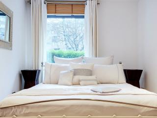 LUXURY 3BED 2 BATH WITH TERRACE NEAR THE PALACE, Londres
