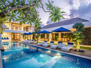 Freedom Villa - Luxury 5 Bedroom Villa Seminyak