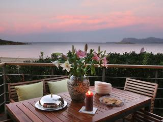 """The house by the sea "" holiday villa up 10 pers., Nea Kydonia"