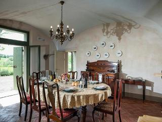 5 bedroom Villa in Tuoro sul Trasimeno, Umbrian countryside, Umbria, Italy : ref 2307284