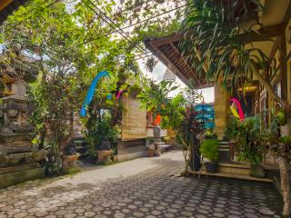2Br/Balinese Home Inviorement