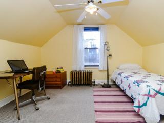 Cozy Double Room in Vibrant Logan Square, Chicago