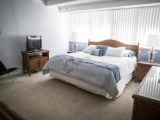 Master Bedroom with King Size Bed & Flat Screen TV