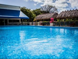 **Fall Promo** Modern Executive Bay Club Condo with Pool & Beach