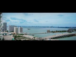 Stunning Views!! Luxurious One Bedroom + Den in Downtown Miami