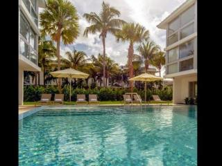 ASK FOR DISCOUTNS (M) - Beach Haus (M) - Modern Key Biscayne Condo with Beach, Cayo Vizcaíno