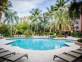 **Booking Discounts for April & May!** Upscale Condo in Aventura - Minutes from the Beach!, Sunny Isles Beach