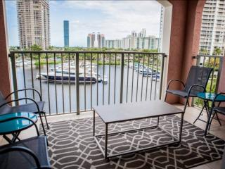 Upscale Condo in Aventura - Minutes from Beach & Shopping!