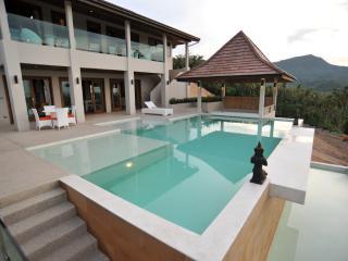 Exclusive 5-Bedroom Luxury Seaview, Maenam