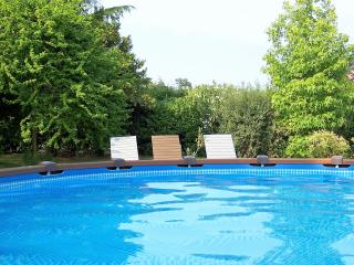 Villa with private garden, swimming pool and Jacuzzi Hot Tub