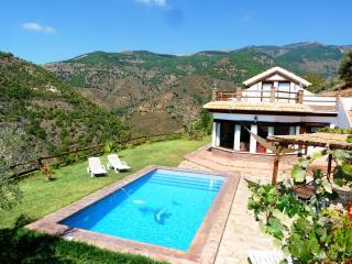 "Casa Rural ""El Quinto Pino"" & piscina climatizada, Malaga"