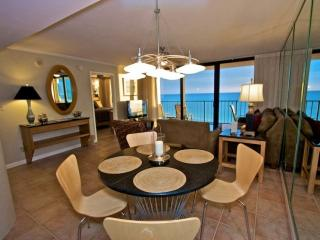 Beautiful Dining/Living Area with Balcony and Gulf View