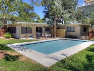 Perfect Beach Bungalow - Private Heated Pool - Short Walk to Beach & Gulf Place, Santa Rosa Beach