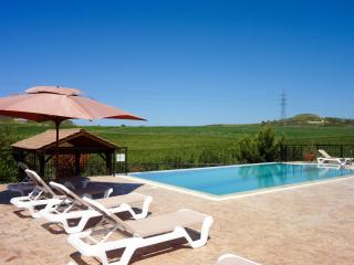 4BR Comfortable villa, private pool, mountain view, Polis